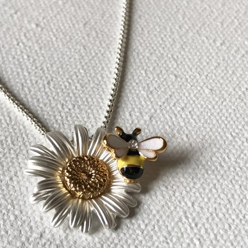 Bee and daisy necklace