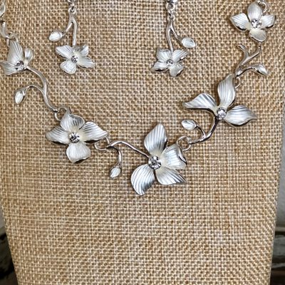 Carol Young Silver Seasonal Deisgns Horizontal Flowers